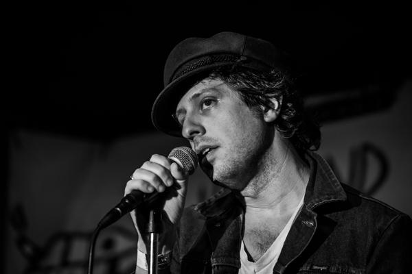 Adam Green aplaza su concierto en Madrid a 2021